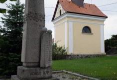 Pomník u kapličky sv. Václava